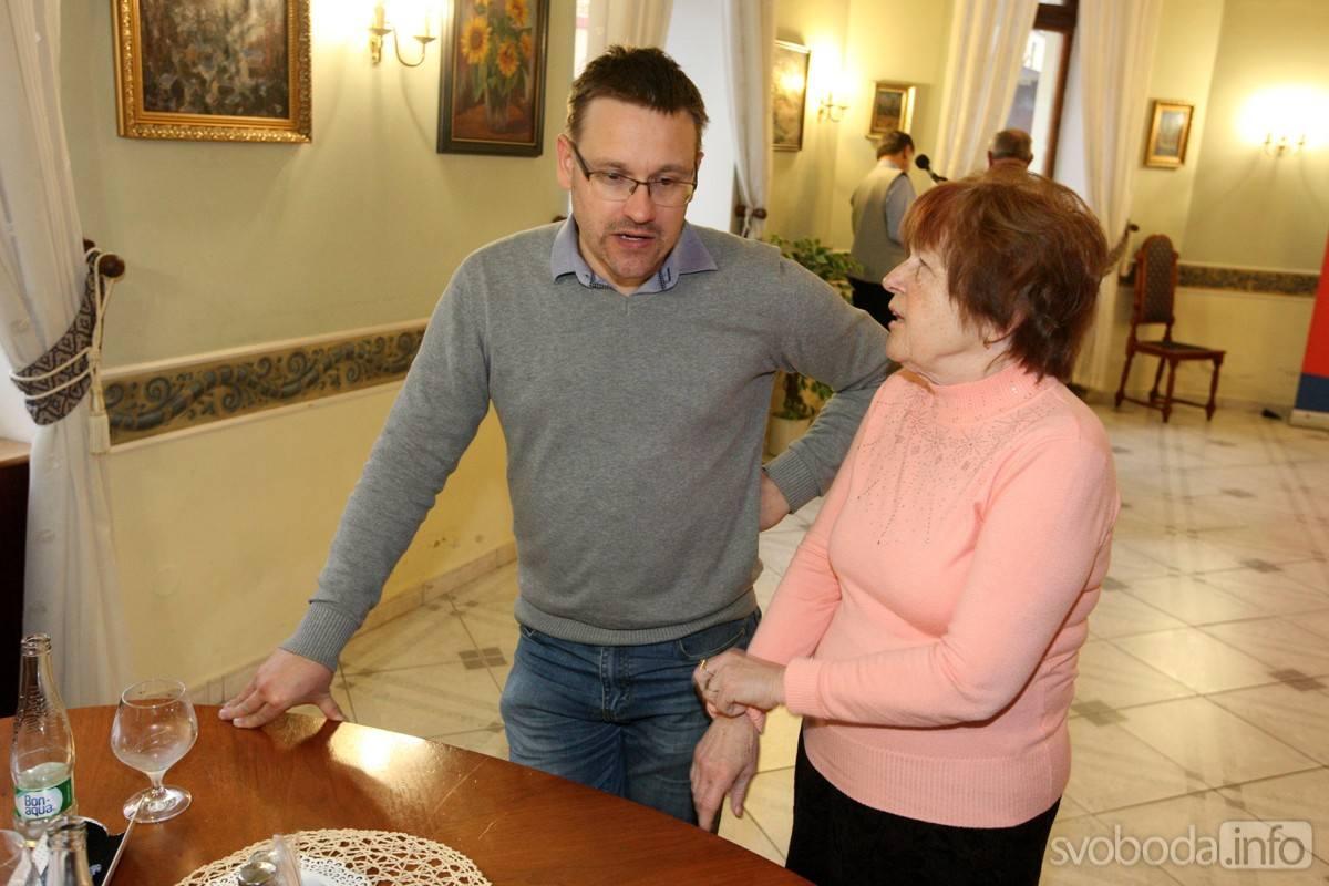 MEZI SENIORY NA KAVÁRNIČKU ZAVÍTAL STAROSTA MARTIN STARÝ