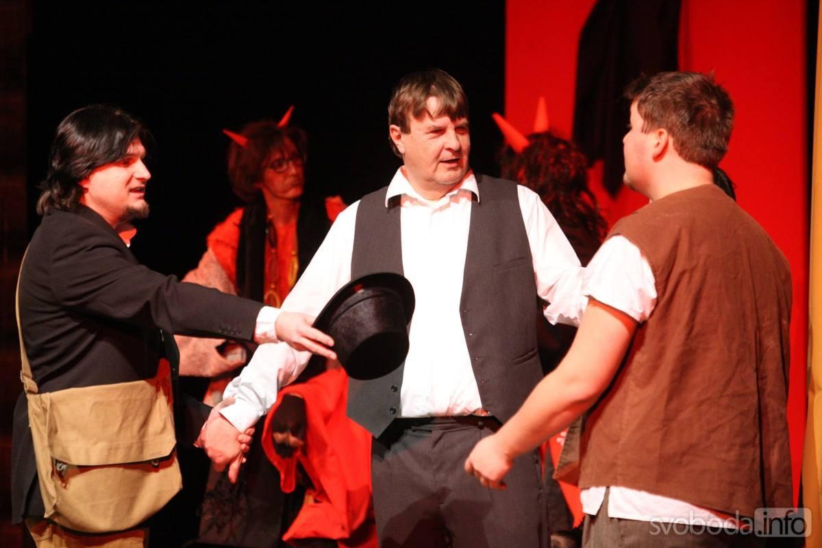 20171203174939_5G6H5435: Foto: Mikulášskou pohádku s nadílkou si užily děti v Tylově divadle v Kutné Hoře