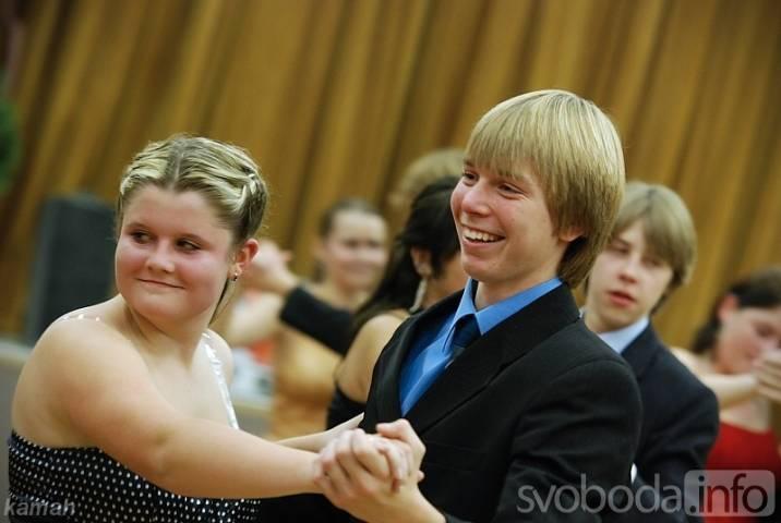 Tanec08  První taneční kroky se učí pravidelně v pátek i v kulturním domě v  Třemošnici 624dc1fced